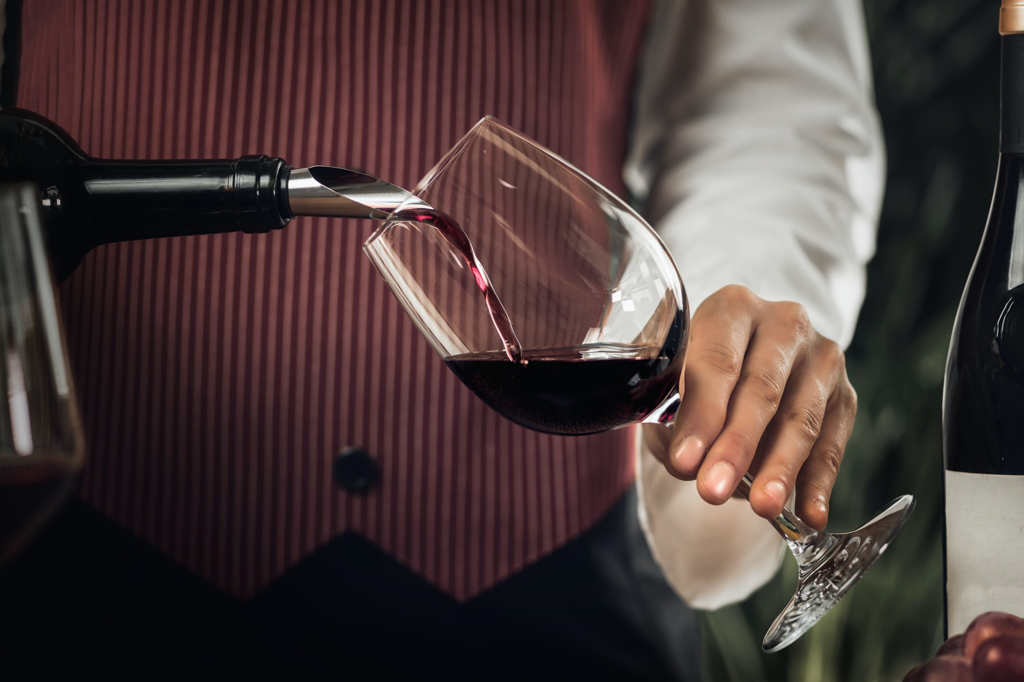 Top 8 benefits of drinking wine that you may not know